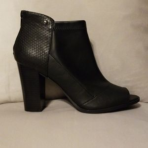Nwt peep toe ankle boot